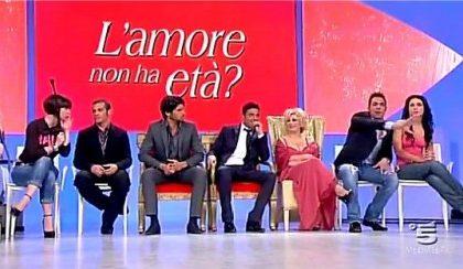 """Uomini e Donne, Bubi vs Leo: sei un cafone, mostra il tuo """"gioiello"""""""