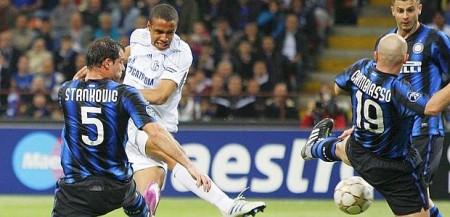 Programmi Tv stasera, oggi 13 aprile 2011: Schalke 04-Inter, Non smettere di sognare, Le Iene Show