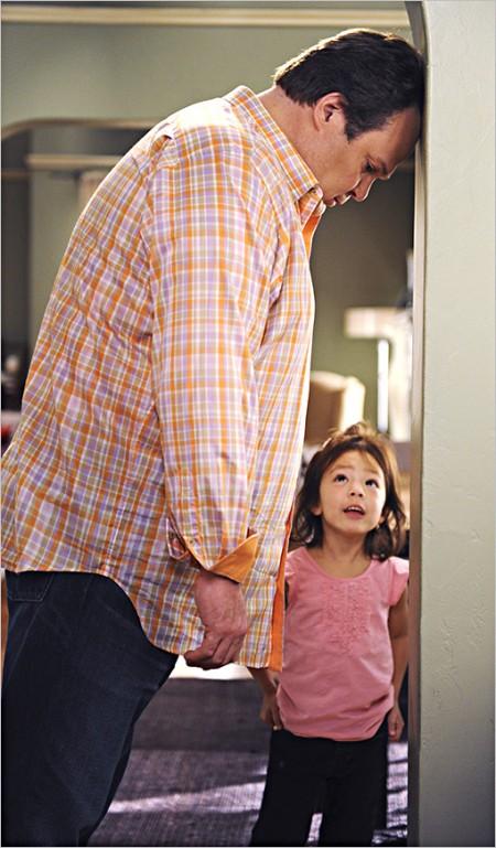 Modern Family 3, le anticipazioni: arriva una nuova Lily, torna Benjamin Bratt