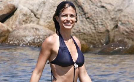 Sara Tommasi raccomandata da Berlusconi per l'Isola dei Famosi? Magnolia smentisce