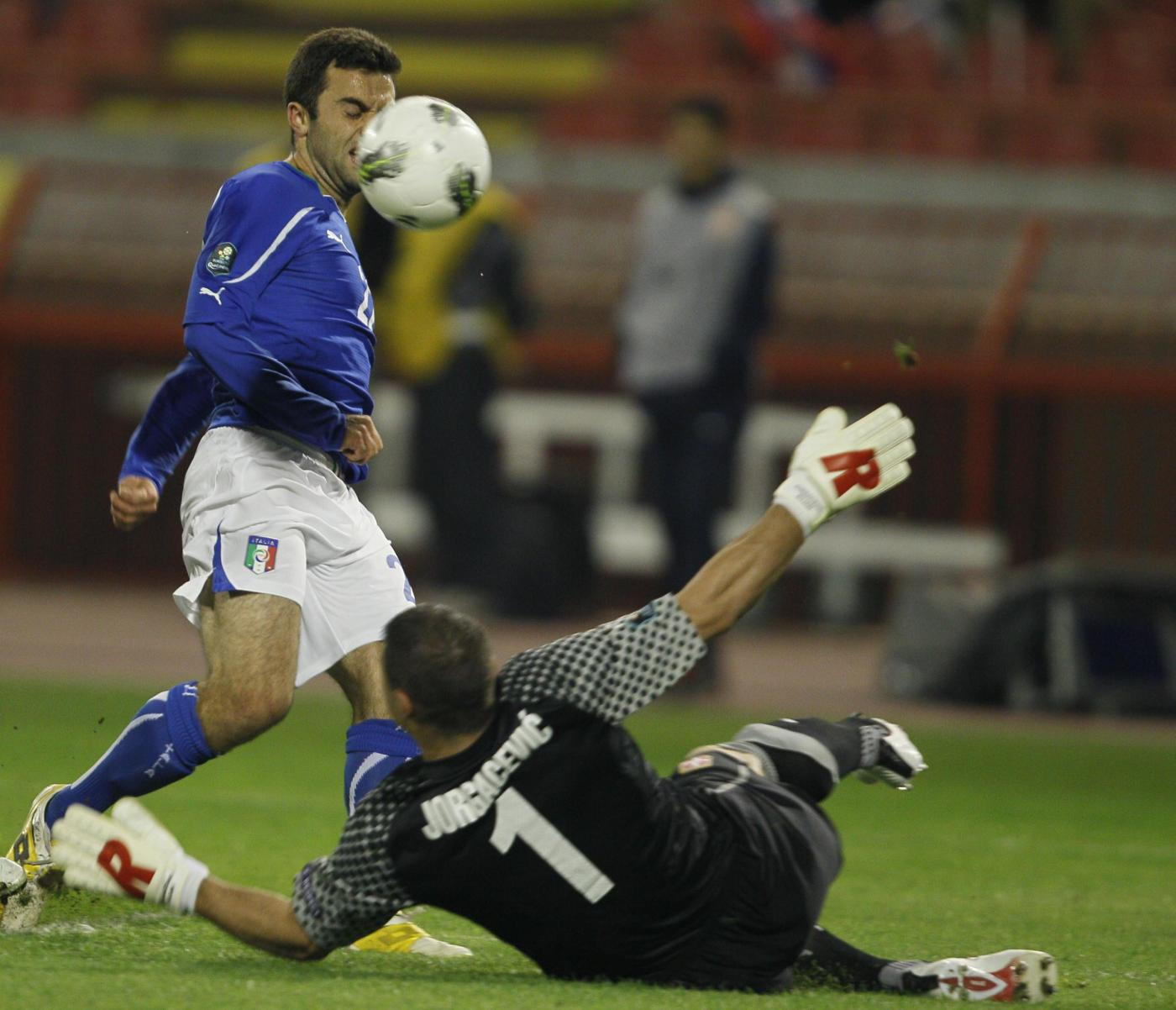 Ascolti tv venerdì 7 ottobre 2011: per Serbia-Italia 7,6 mln, Sangue Caldo a 4,1