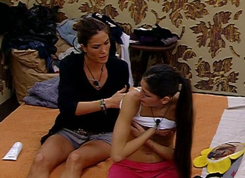 GF 12, topless involontario di Adriana. Kiran maleducato e la gaffe di Floriana