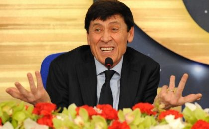 Sanremo 2012, conduce Gianni Morandi: l'annuncio su Facebook (video)
