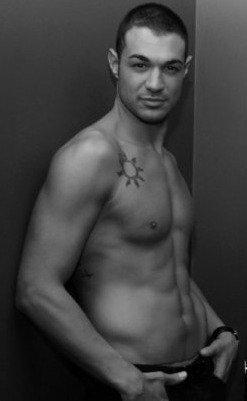 Tutte le pagine Facebook dedicate al bellissimo Leonardo Greco di Uomini e Donne