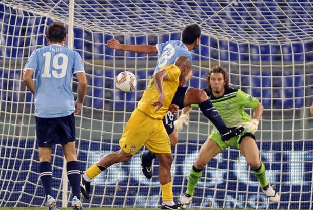 Programmi tv stasera, oggi 1 dicembre 2011: Vaslui-Lazio, la finale di Io Canto 3, Don Matteo 8