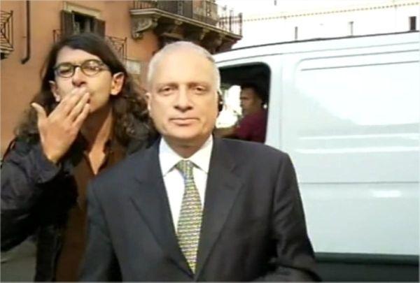 Gabriele Paolini denuncia Summonte per la testata in diretta al TG5 (video)