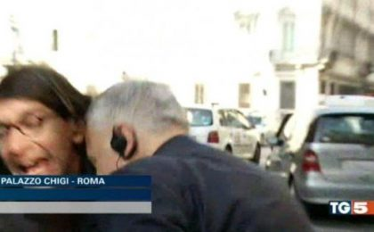 Mediaset querela Gabriele Paolini (che intanto si becca una testata in diretta tv)