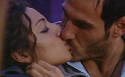 Grande Fratello 12, bacio fra Enrica e Luca. Caterina bestemmia?