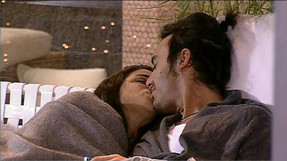 Grande Fratello 12, baci fra Martina e Fabrizio. Terza coppia in Casa?