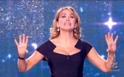 Barbara D'Urso: Bizzarri i danni chiesti dalla Carlucci per Baila, Pomeriggio5 uno show di successo