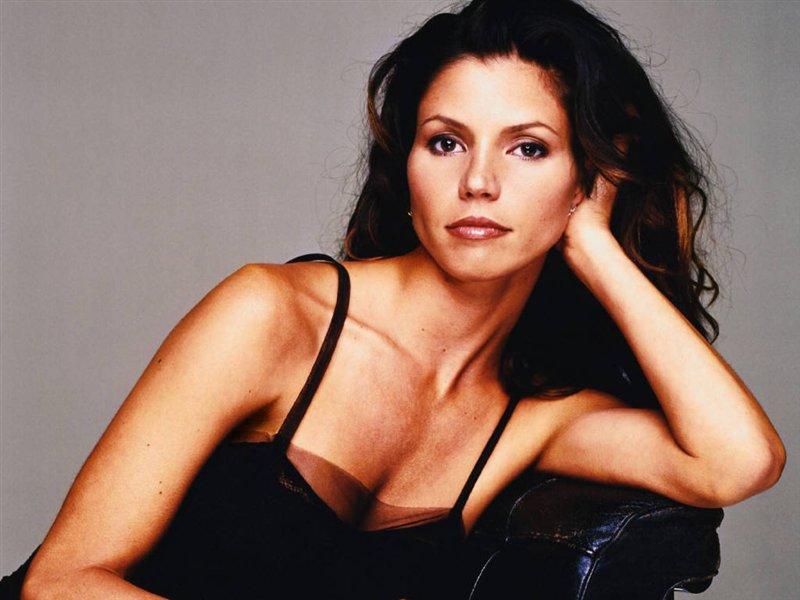 Buffy, Charisma Carpenter boccia il film: 'Non è lo stesso senza Joss Whedon, almeno cambino nome'