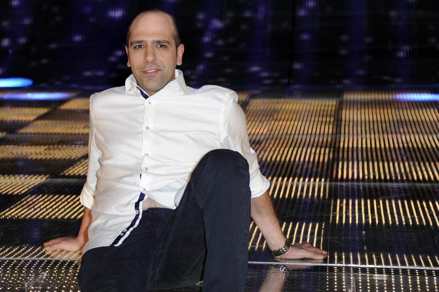 Ascolti tv venerdì 9 dicembre 2011: vince Checco Zelone con 5 milioni