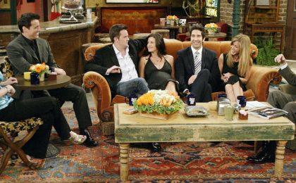 Friends, all'asta gli oggetti di scena (tra cui il divano arancione e la sedia verde)