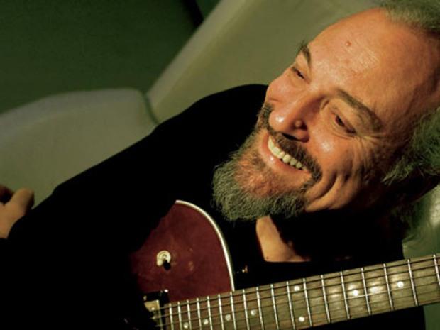 Festival di Sanremo 2012: Eugenio Finardi sul palco con E tu lo chiami Dio