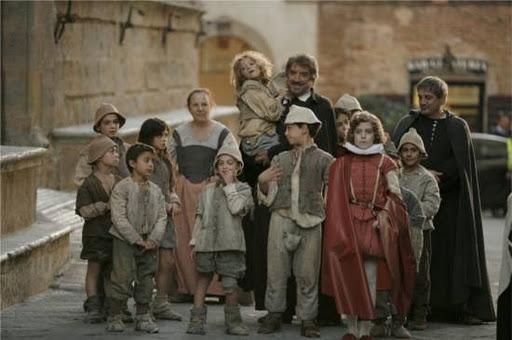 Ascolti tv lunedì 12/12/11: anche senza Fiorello RaiUno batte il GF12 grazie a 'San Proietti' (in replica)