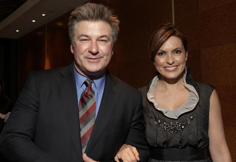 NBC: Community torna in primavera, Alec Baldwin firma per 30 Rock 7, Mariska Hargitay non lascia SVU