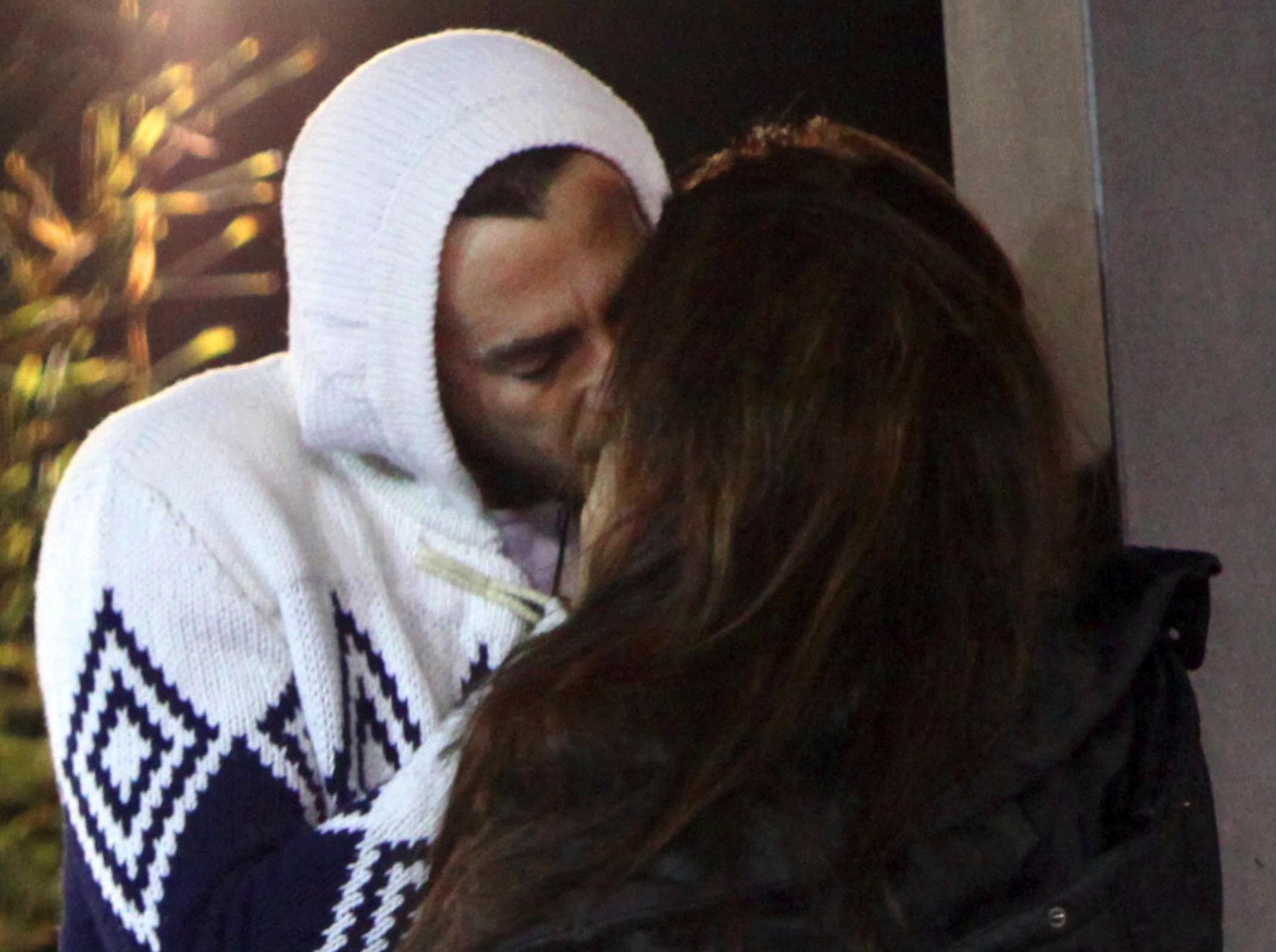 GF 12, Fabrizio bacia Monica. Archiviata la love story con Martina