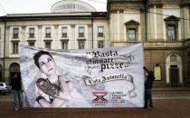 X Factor 5, i manifesti virali dei finalisti a caccia di voti (foto e video); Antonella favorita