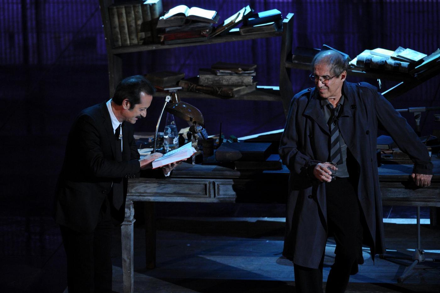 Sanremo 2012, la Rai (in guerra) si dissocia da Celentano, ma non lo censura: torna venerdì?