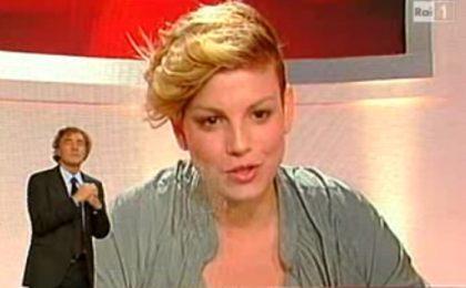 Emma Marrone a L'Arena (video): parte diplomatica, finisce 'guerrigliera'. Napolitano suo 'nonno' ideale