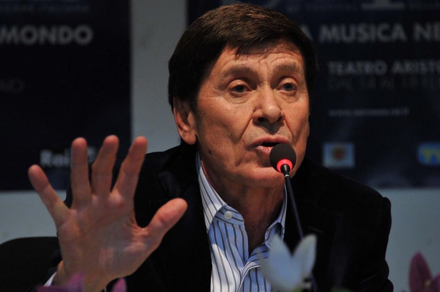 Sanremo 2012, live conferenza stampa della finale: Mazzi lascia il Festival: 'Chiudo qui la mia esperienza, non ho più idee'
