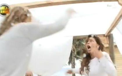 L'Isola dei Famosi 2012, resta impunita la rissa tra Arianna David e Guendalina Tavassi (video)