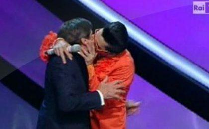 Sanremo 2012, I Soliti Idioti tra Giovanardi gay e il 'vaffa' a Marano (video)