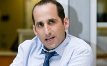 Pilot: Peter Jacobson in Ray Donovan, Taylor Kinney per NBC, Lucy Lawless in Top of the Lake