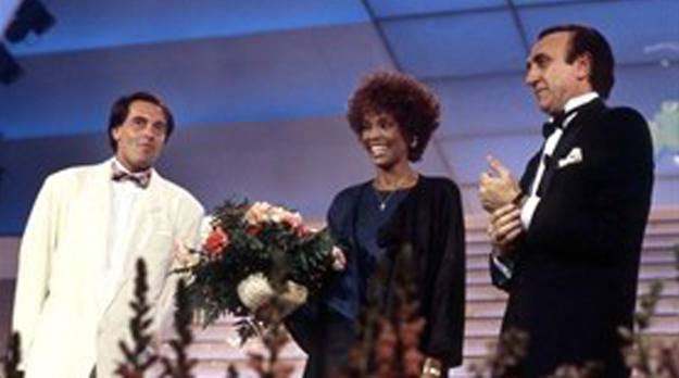 Whitney Houston: Sanremo 2012 la ricorda giovedì 16