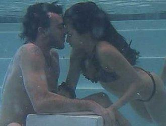 Baci in piscina al Grande Fratello 2012, protagonisti Valentina e Fabrizio