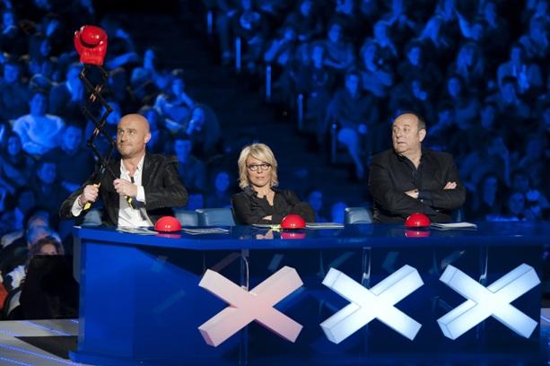 Programmi tv stasera, oggi 25 febbraio 2012: Ballando con le stelle, Italia's Got Talent, Castle