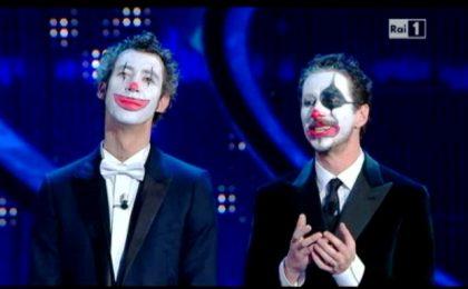Sanremo 2012, Luca e Paolo clown contro la Rai (video)