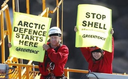Lucy Lawless arrestata per furto: l'ex Xena ha 'occupato' una nave della Shell