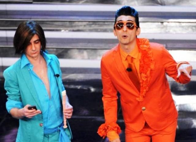 Sanremo 2012: 'I Soliti Idioti e Gianni Morandi imbarazzanti', il mondo gay furibondo
