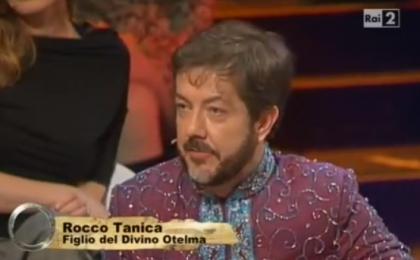 Isola dei Famosi 9, Rocco Tanica diventa il figlio del Divino Otelma