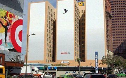 Mad Men, choc a New York per i poster con l'uomo che cade: 'Ricordano l'11/09, toglieteli'