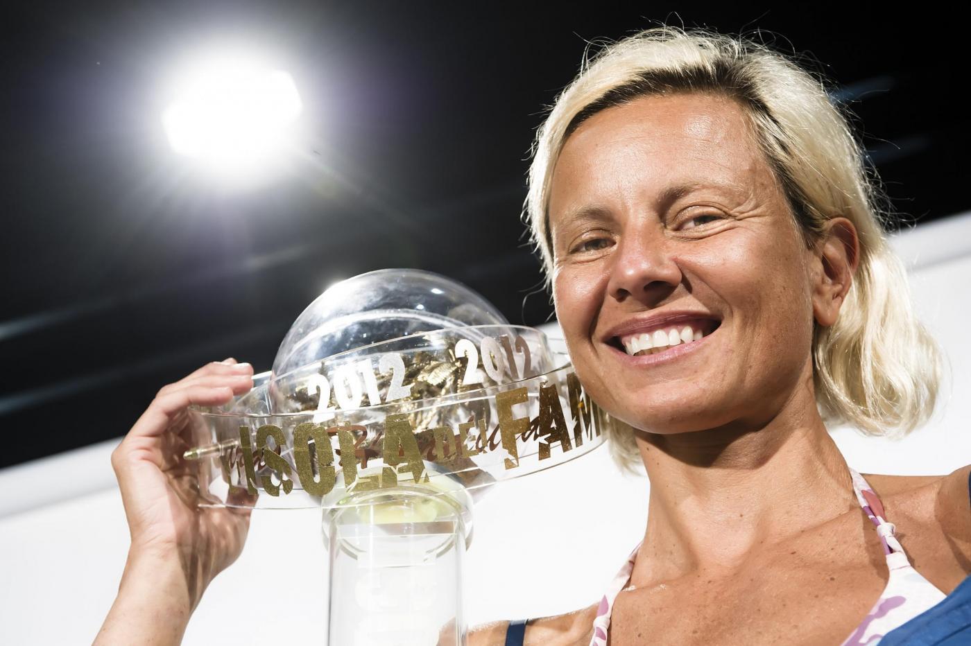 Antonella Elia: 'Mi piacciono le donne'. La vincitrice dell'Isola 2012 fa coming out?