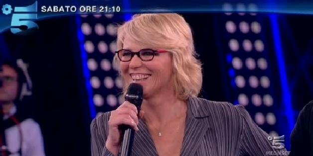 Programmi tv stasera, oggi 28 aprile 2012: Amici 11, E' stato solo un flirt, Stardust