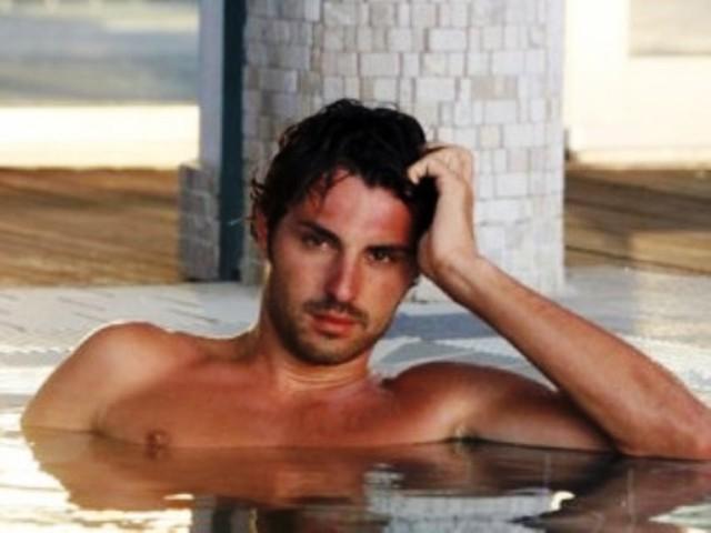 Matteo Guerra ex corteggiatore di Uomini e Donne in vasca