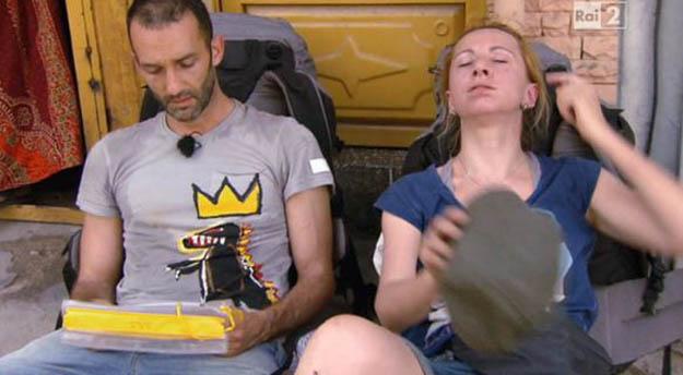 Pechino Express, terza puntata: eliminati gli Attori Alessandro Sampaoli e Debora Villa