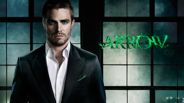 Arrow, la serie tv ottiene una stagione completa: la CW ordina nove episodi in più