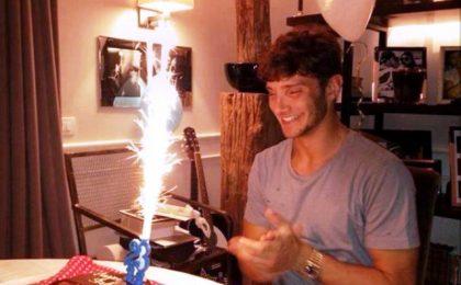 Belen e Stefano De Martino festeggiano felici il compleanno, ma lei è furiosa