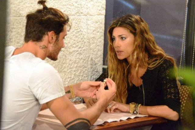 Belen e Stefano scambio di anelli