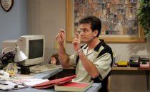Serie tv 2012: chi ha tolto a Charlie Sheen il titolo di attore più pagato?