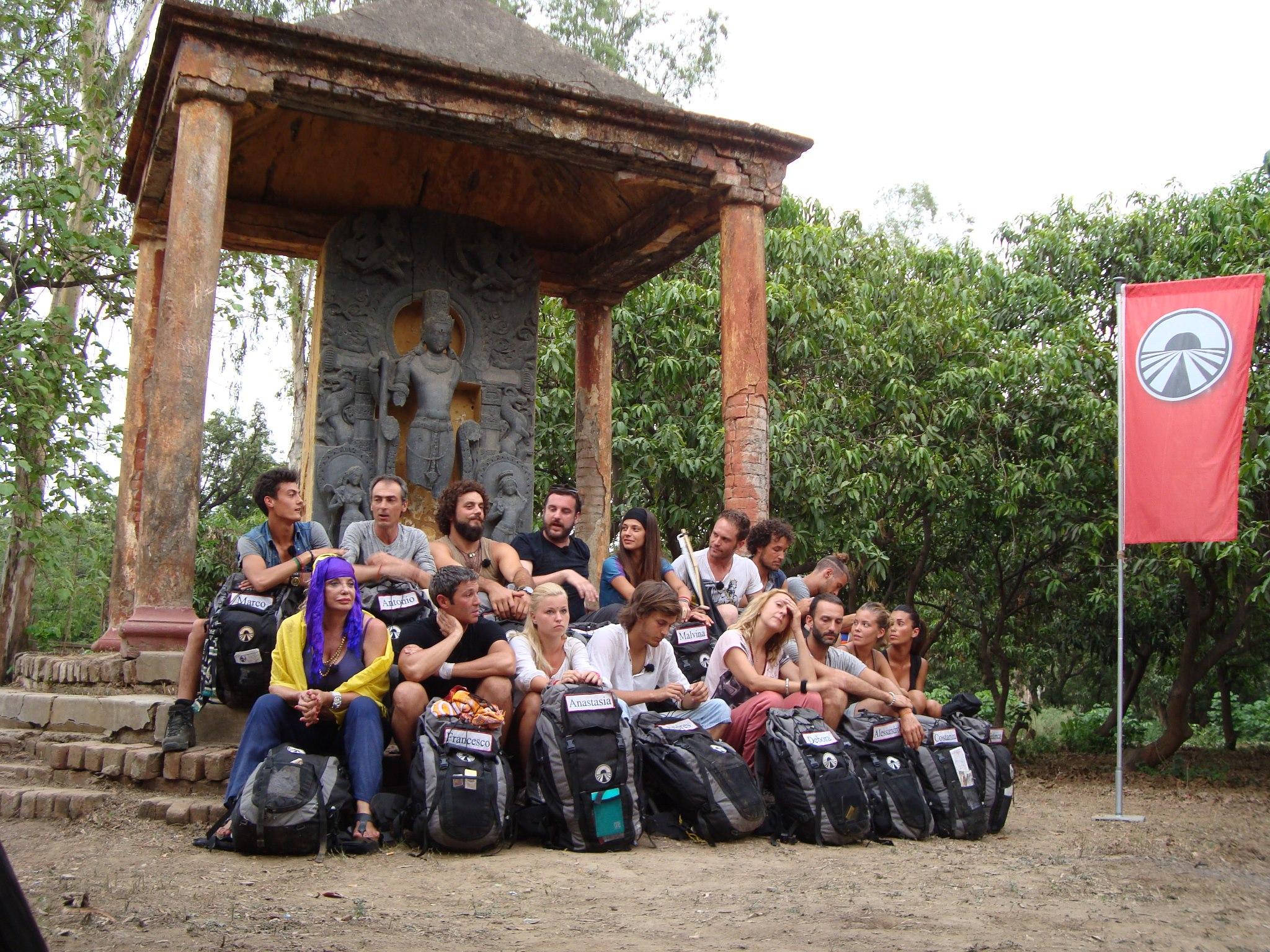 Pechino Express, anticipazioni quinta puntata stasera: percorso spirituale in Nepal