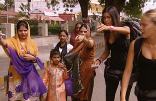 Pechino Express, anticipazioni quarta puntata stasera: si lascia l'India e si va in Nepal