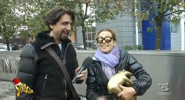 Striscia la notizia: tapiro a Barbara D'Urso per l'intervista a Silvio Berlusconi