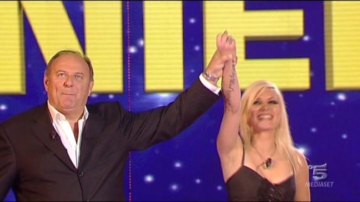 Ascolti tv sabato 8 dicembre 2012: la finale di The Winner Is batte Ti lascio una canzone