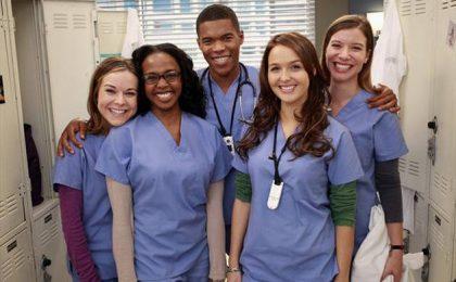 Grey's Anatomy 9, rinnovi per il cast: i tirocinanti vengono promossi