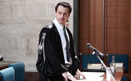 Palinsesto Mediaset: Il Clan dei Camorristi rimandato di due settimane